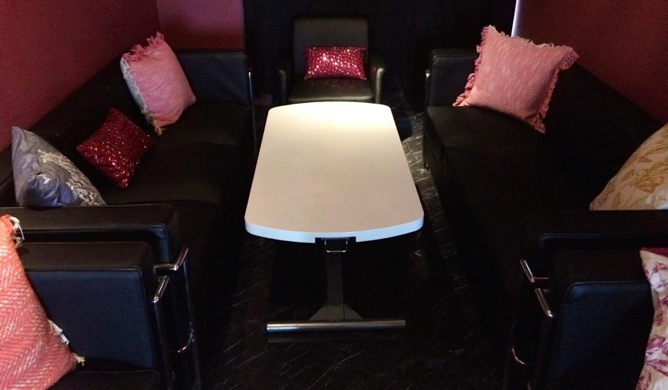 女子会や忘年会に最適な半個室のテーブル席