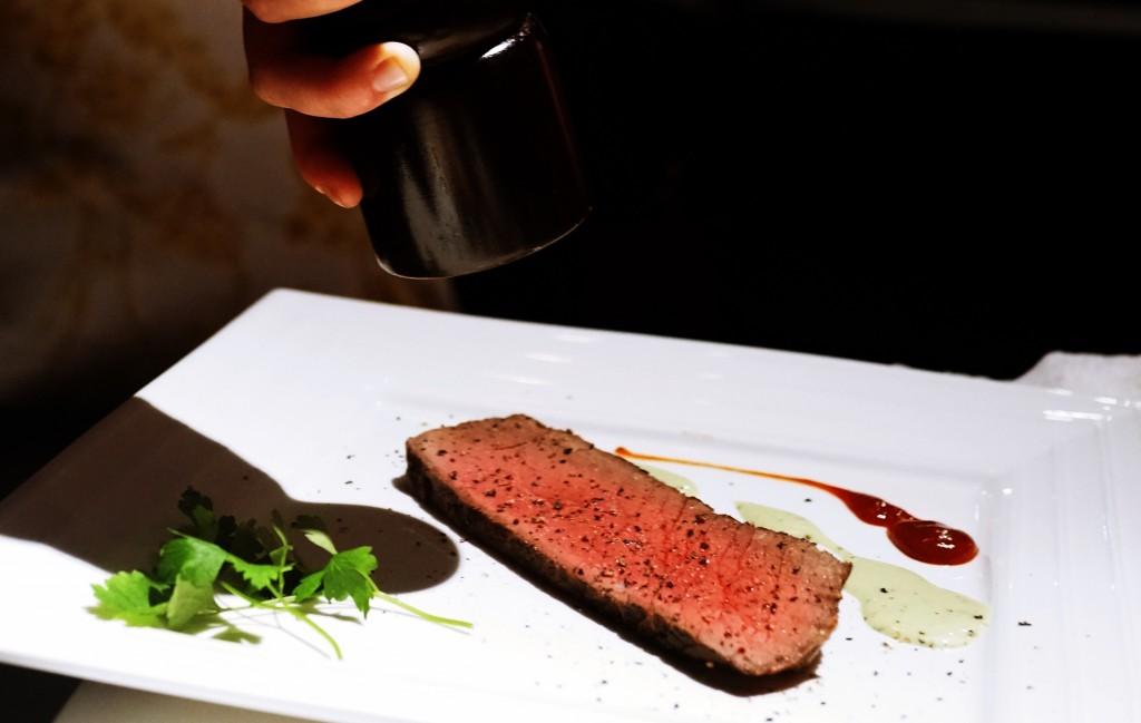 ディナーで人気の自家製ローストビーフ