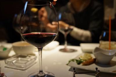 ワインと一緒に食事をお楽しみください!