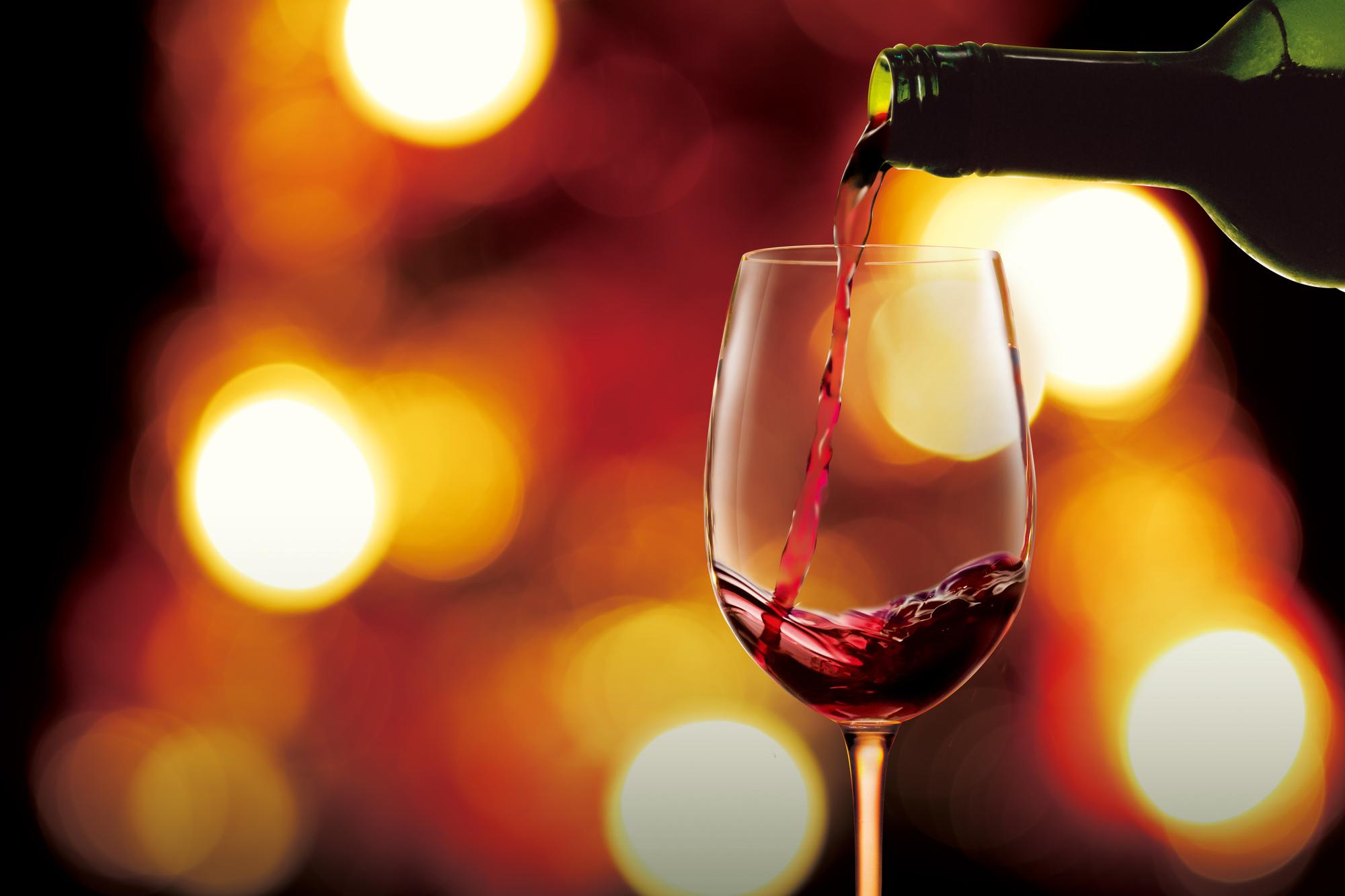 ワインの注ぎ方のコツとは?泡立てない注ぎ方とは?